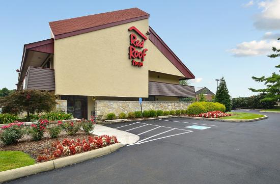 Red Roof Inn Louisville East: Exterior