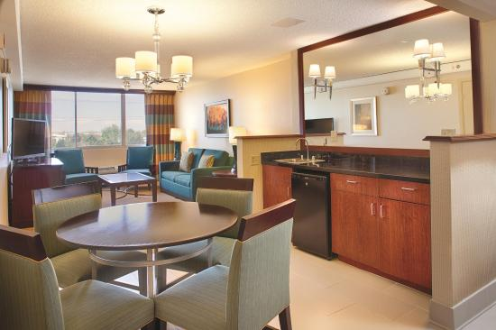 DoubleTree by Hilton Hotel Denver - Stapleton North: King 2 Room Suite
