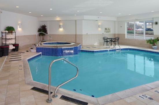 Jefferson City, Μιζούρι: DoubleTree Hotel Pool
