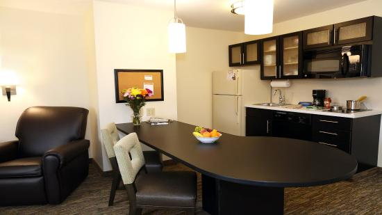 East Lansing, MI: One Bedroom Suite Kitchenette
