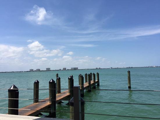 North Bay Village, ฟลอริด้า: Déjeuner sur la baie a Miami. C'est ca la vie !