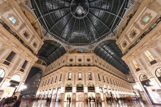TownHouse Galleria: Hotel View from Galleria Vittorio  Emanuele II