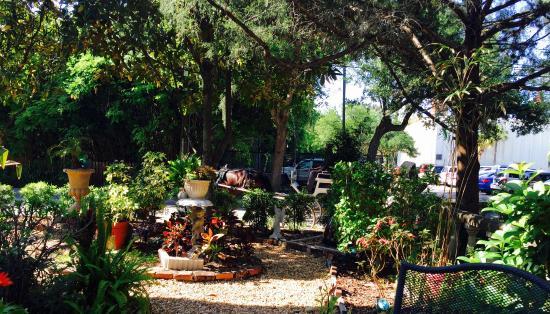 At Journey's End Bed & Breakfast: le jardin