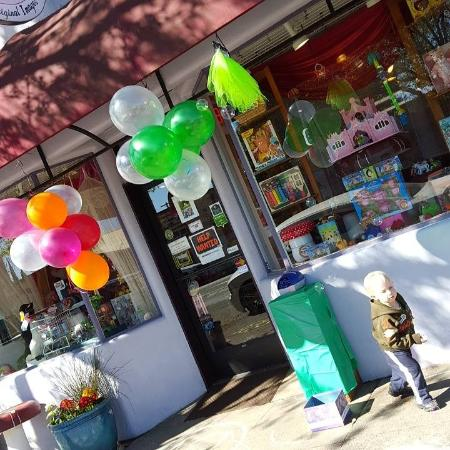 Willits, CA: THE GOODS SHOPPE