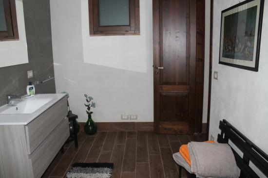 Bagno Tripla Con Sauna - Picture of B&B Villa Loriana, Milo ...
