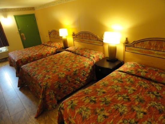 Seaside Heights, NJ : Three Queen Beds