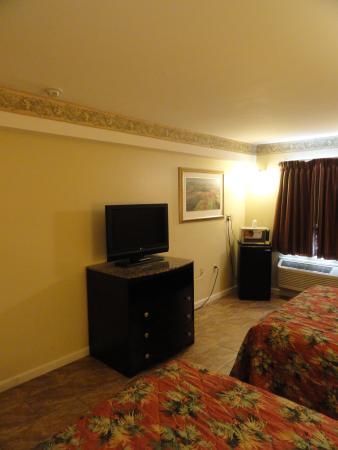 Seaside Heights, NJ : Three Queen Beds Amenities