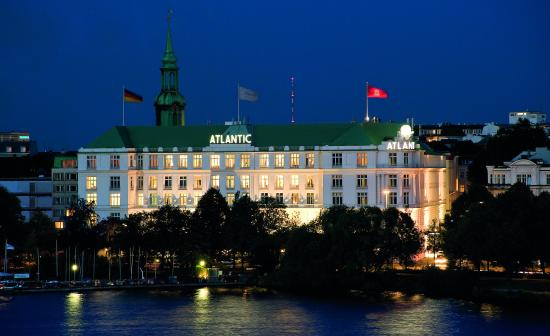 Hotel Atlantic Kempinski Hamburg: Night view