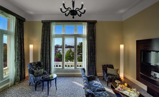 Hotel Atlantic Kempinski Hamburg: Superior Room Lake View