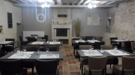 Thaon, Fransa: salle de restaurant