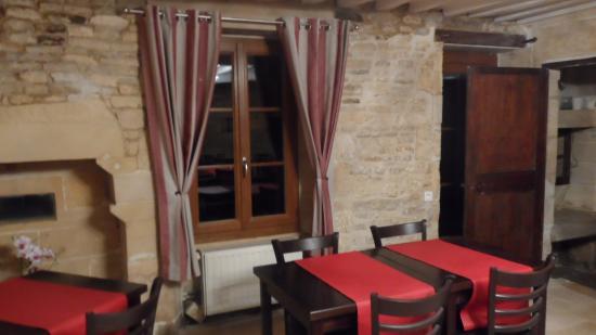 Thaon, Fransa: salle petit déjeuner