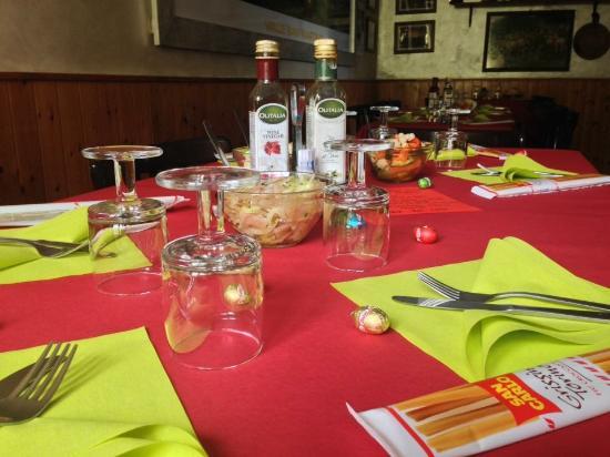 Carenno, Italie : I tavoli il giorno di Pasqua🐣