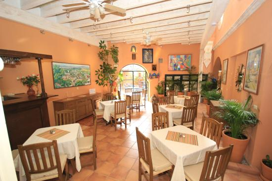 Villa Mirasol Hotel: Breakfast & Lunch area