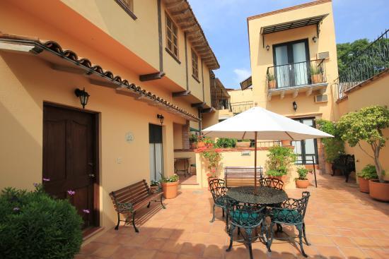 Villa Mirasol Hotel: Patios
