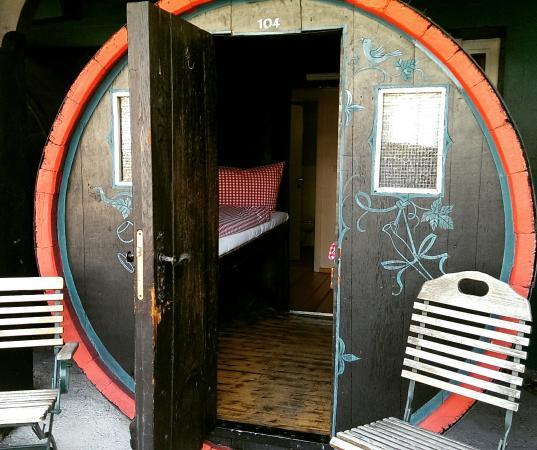 blick in das weinfass bild von hotel lindenwirt r desheim am rhein tripadvisor. Black Bedroom Furniture Sets. Home Design Ideas