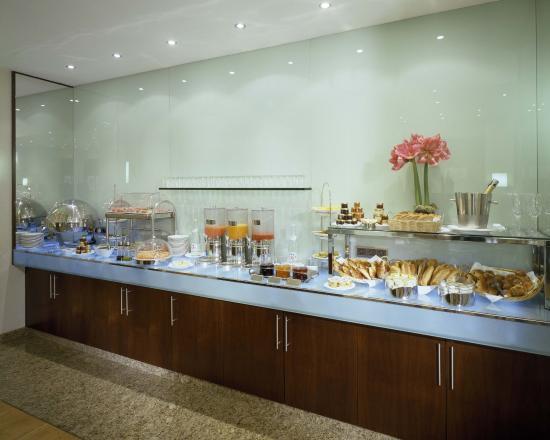 K+K Hotel Cayre: Buffet Breakfast