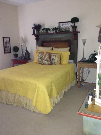 The Shores At Mackinaw: Queen bedroom