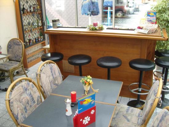Zweisimmen, Ελβετία: Bar mit Fumoir