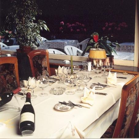 Zweisimmen, Ελβετία: Kota Grill House
