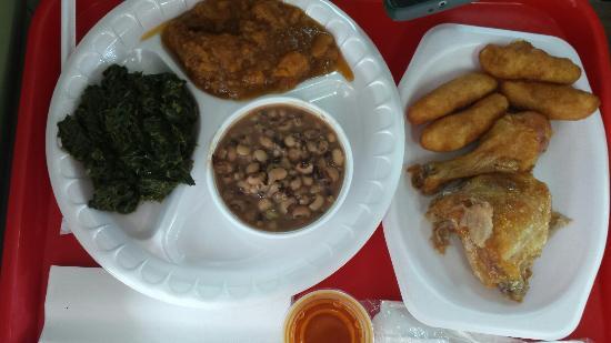 Rocky Mount, Carolina del Norte: Baked chicken plate w/collards,  black eyes,  and yams