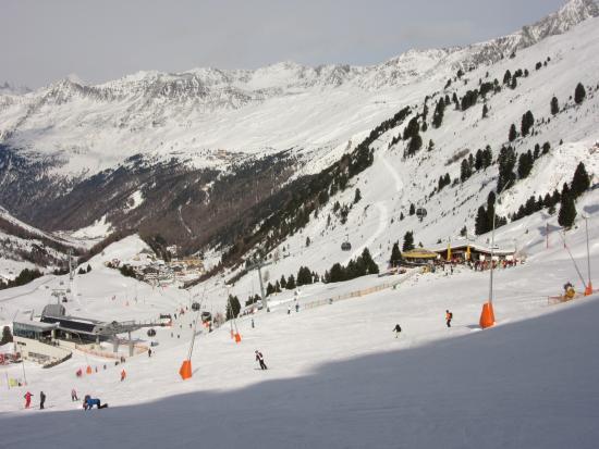 Hotel Austria Bellevue: View down to Nederhutte