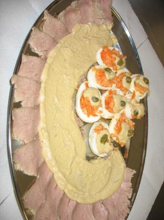 Cellarengo, Italia: vitello tonnato vecchia ricetta e uova ripiene