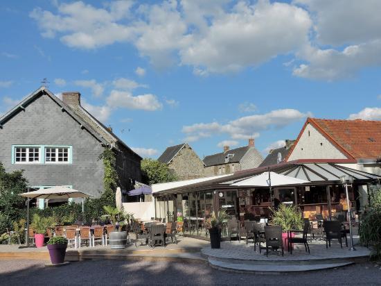 Cahagnolles, Francia: le bar et sa terrasse
