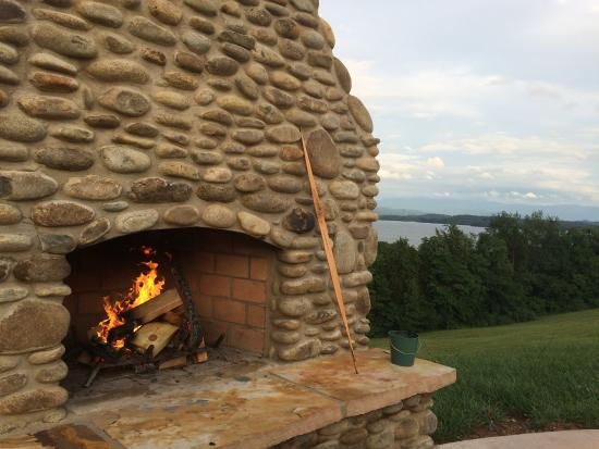 Dandridge, TN: comfortable relaxing warm fire with excellent view