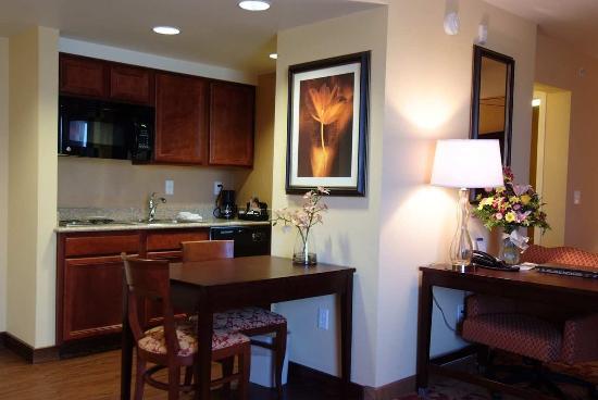 Englewood, Κολοράντο: Suite Kitchen