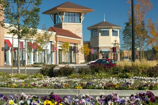 Loveland, CO: Premier Lifestyle Center