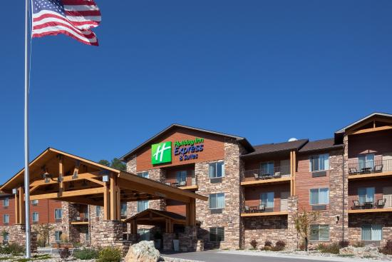 Holiday Inn Express Custer : Hotel Exterior