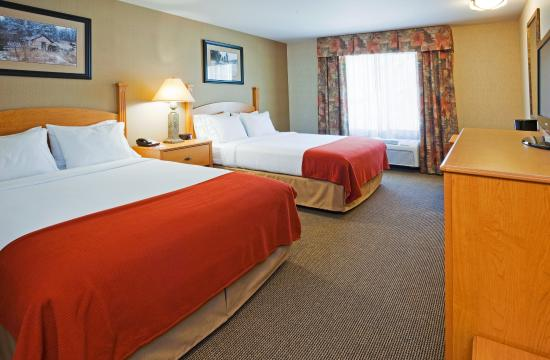 Holiday Inn Express Custer: Standard Two Queen