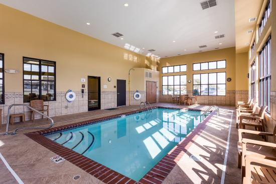 Comfort Inn and Suites: Pool