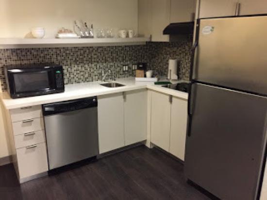Irving, TX: Element DFW Suite Kitchen
