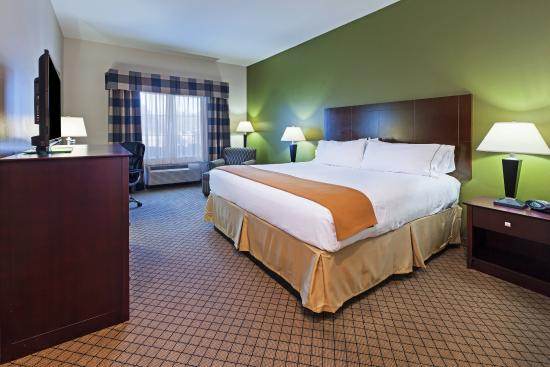 Kilgore, TX: Spacious King Bed Guest Room