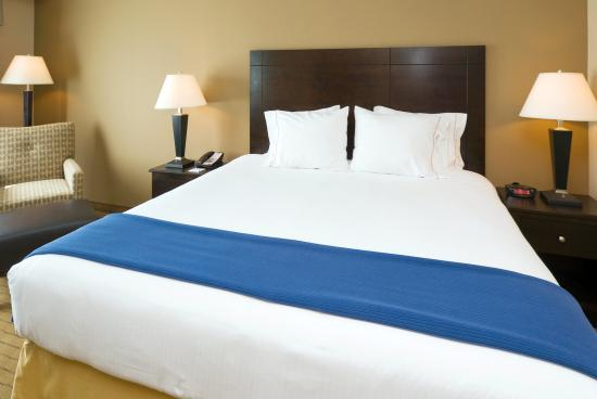 Holiday Inn Express & Suites Fort Myers- The Forum: Rooms feature Sleep Smart Bedding!