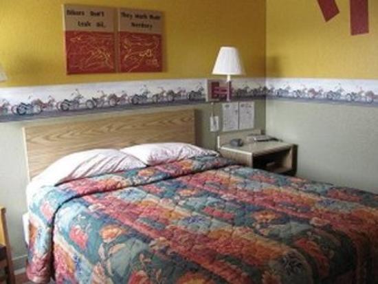 Jackson, MN: Queen Bed