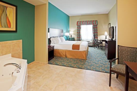 Holiday Inn Express Hotel & Suites Salem: Jacuzzi Suite