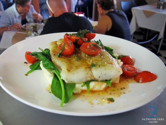 Pinelands, Sudáfrica: perfectly grilled Hake fillet served with Tomato Basil dressing, on a bed of potato puree and wi