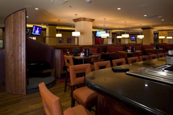 Holiday Inn San Antonio NW - Seaworld Area: Sporting News Grill, a high energy eatery with 19 HD tv's