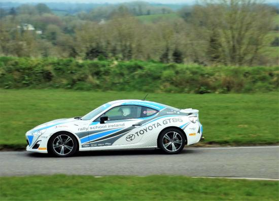 Scotstown, Irlandia: Here I m, driving the new Toyota Gt 86 at Rally School Ireland.