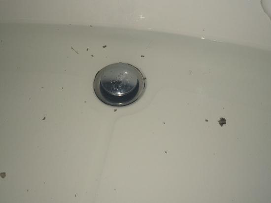 El Roble, Kosta Rika: Mold from the jets in the tub.