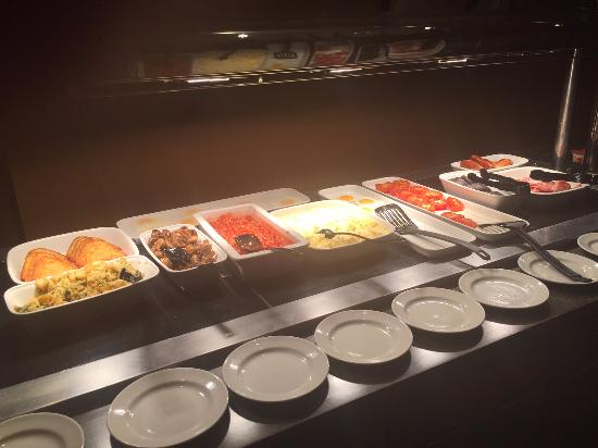 Premier Inn London City (Old Street) Hotel: Breakfast fresh variety.