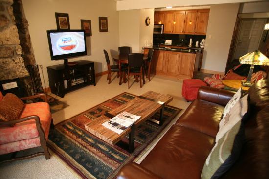 Lift One Condominiums: SUPERIOR 1 BEDROOM CONDO