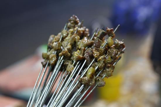 Mehboob's BBQ: Small Mishkaki (brochettes) available in all flavours