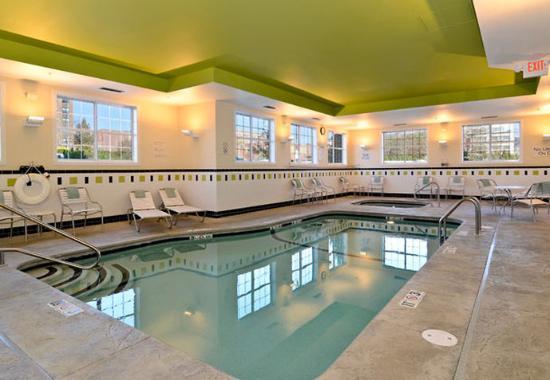 นิวเบดฟอร์ด, แมสซาชูเซตส์: Indoor Pool & Spa
