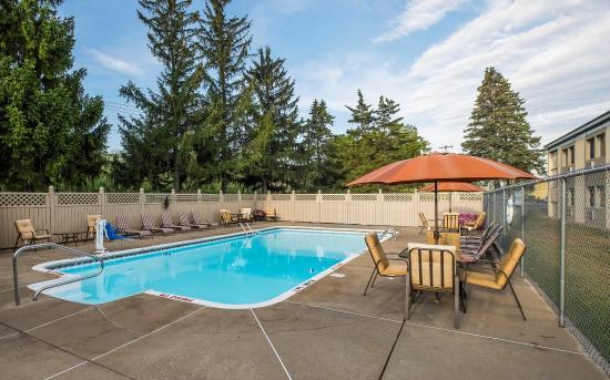 Red Roof Inn & Suites Herkimer: Pool