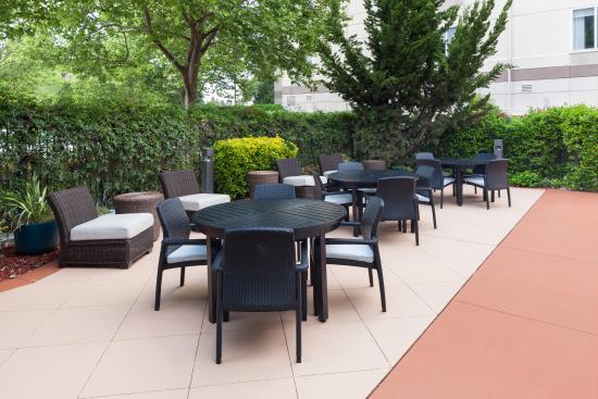 outdoor patio tables seating picture of hilton garden inn rh tripadvisor com