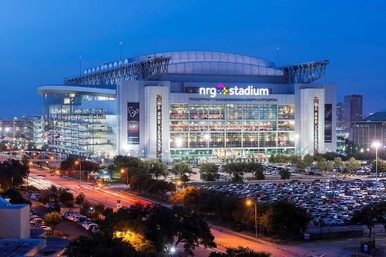 https://media-cdn.tripadvisor.com/media/photo-s/0b/0d/0c/d2/nrg-stadium.jpg
