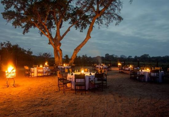 Skukuza, Sudáfrica: Outdoor Dining Area – Outdoor Boma